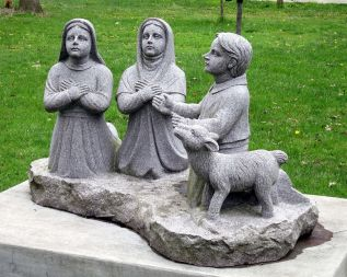 Fatima_Grotto_(Sorrowful_Mother_Shrine)_-_statue_of_the_children